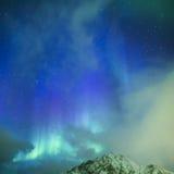 Fantastiska pittoreska unika nordliga ljus Aurora Borealis Over Lofoten Arkivfoto