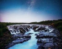 Fantastiska sikter av landskapet Stjärnklar himmel och Vintergatan iceland arkivbild