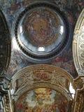 Fantastiskt dekorerat inre i ett romerskt - katolsk kyrka Taget i Rome/Italien, 11 04 2017 royaltyfri bild