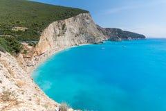 Fantastiskt landskap av blått vatten av den Porto Katsiki stranden, Lefkada, Grekland Royaltyfria Foton