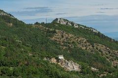 Fantastiskt landskap till det Rhodopes berget från fästningen för Asen ` s, Bulgarien Arkivbilder