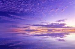 Fantastiskt ljust efter solnedgångflottaseascape Royaltyfri Foto