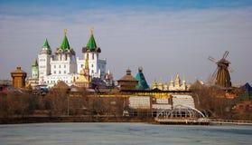 Fantastiskt torn och väderkvarn royaltyfria foton