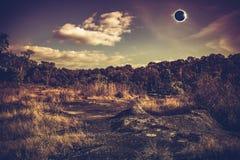 Fantastiskt vetenskapligt naturligt fenomen Sammanlagd glowi för sol- förmörkelse royaltyfria bilder
