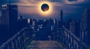 Fantastiskt vetenskapligt naturligt fenomen Sammanlagd glowi för sol- förmörkelse fotografering för bildbyråer