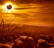 Fantastiskt vetenskapligt naturligt fenomen Sammanlagd glowi för sol- förmörkelse royaltyfria foton
