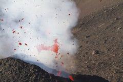 fantastiskt vulkaniskt bombarderar i flykten Royaltyfri Foto