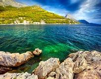 Fantastyczni widoki Adriatic morze pod światłem słonecznym i błękitem Obrazy Stock