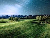 Fantastyczni widoki krajobrazy Iceland i góry Gwiaździsty niebo i Milky sposób zdjęcie stock