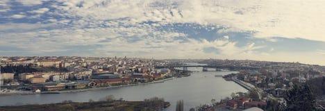 Fantastyczni widoki miasto i wzgórze na słonecznym dniu od viewing punktu Istanbuł, Turcja Fotografia Stock