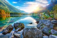 Fantastyczny jesień zmierzch Hintersee jezioro zdjęcie stock