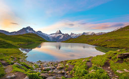Fantastyczny krajobraz przy wschodem słońca nad jeziorem w Szwajcarskich Alps, Obrazy Royalty Free