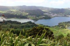 Fantastyczny widok dwoisty x28 & jezioro; Lagoa Verde i Lagoa Azul& x29; w Sete Cidades Wyspa San Miguel Zdjęcie Stock