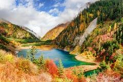 Fantastyczny widok Górny Sezonowy jezioro z lazur wodą zdjęcia stock