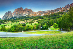 Fantastyczny wysokogórski krajobraz z wysokimi górami w dolomitach, Włochy Zdjęcie Stock