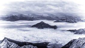 Fantazi scena chmury i halni szczyty Zdjęcie Royalty Free