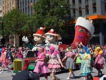 Fantazja pławików Bożenarodzeniowi Czarodziejscy elfy wykonują w 2018 Credit Union widowiska Bożenarodzeniowej paradzie zdjęcia stock