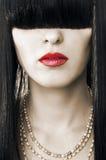 Façonnez le visage femelle avec les languettes rouges Photographie stock