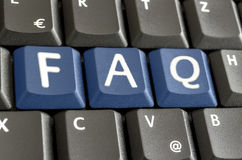 FAQ écrit avec les boutons bleus de clavier Photographie stock libre de droits