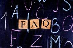 FAQ auf dem Reißbreit lizenzfreies stockbild