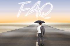 FAQ contra a estrada que conduz para fora ao horizonte Fotografia de Stock Royalty Free