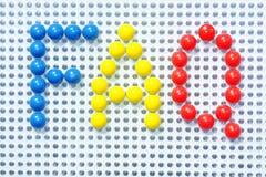 FAQ dans des broches en plastique colorées Image stock