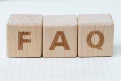 FAQ Dobrowolnie Pytać pytania pojęcia, sześcianu drewniany blok z a zdjęcie stock