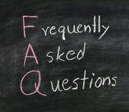 FAQ en la pizarra. Foto de archivo