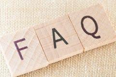 FAQ - Letras de madeira Foto de Stock