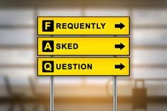 FAQ lub Dobrowolnie pytać pytania na lotnisko znaku wsiadamy fotografia royalty free