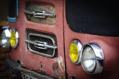Faróis pelo ônibus velho do vintage Fotografia de Stock