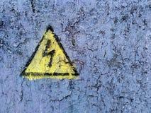 Fara för målat tecken ' hög spänning `, arkivfoton