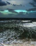 Fara för våg för Strom havmoln arkivfoto