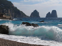 Faraglioni在海岛Capri的岩层 免版税库存图片