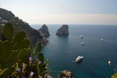 Faraglioni晃动Capri,意大利 免版税库存照片