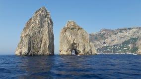 Faraglioni 3 - ö av Capri Italien arkivfoto