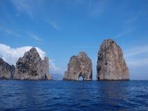 Faraglioni, Capri, Italien Stockfotografie