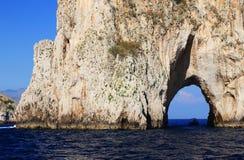 Faraglioni da ilha de Capri, Itália fotografia de stock
