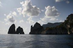Faraglioni di Mezzo,卡普里岛海岛-意大利 免版税库存图片