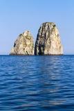 Faraglioni en île de Capri - Italie photographie stock
