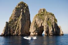 Faraglioni-Felsformation auf Insel Capri Stockbild