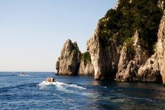 Faraglioni-Felsformation auf Insel Capri, Italien Stockfoto