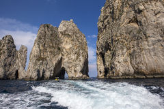 Faraglioni-Insel und Klippen, Capri, Italien Lizenzfreie Stockfotografie