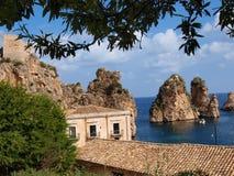 Faraglioni, Scopello, Sicília, Itália fotografia de stock