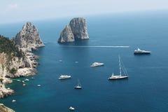 Faraglioni un Capri Foto de archivo