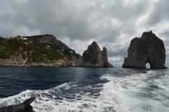 Faraglioni, vaggar för kusten, kust- och oceaniska landforms, havet, royaltyfri fotografi