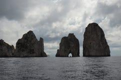 Faraglioni vaggar, kust- och oceaniska landforms, havet, bunt arkivfoton