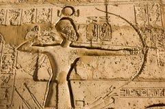 Farao Ramses II met Boog en pijl stock afbeelding
