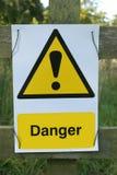 faratecken förbjuden lastbil för tecken för rörelse för valutagaffeltruckfara Arkivfoton