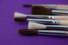 Farb muśnięcia na purpurowym tle Zdjęcia Stock